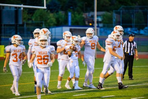 The Mead Varsity Football team congratulates #3 Brayden Keys after he completes a massive, 80 yard, run for a touchdown.