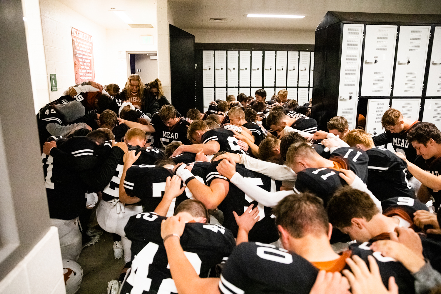 Some+aren%27t+aware+of+this%2C+but+before+every+sing+game+Klatt+and+the+team+link+together+and+pray.
