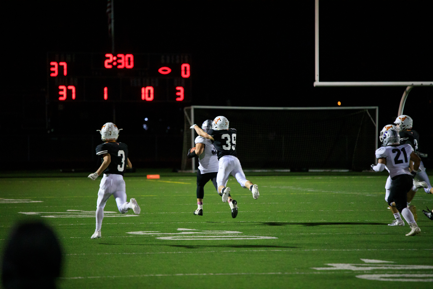 A+breakaway+touchdown+attempt+is+thwarted+by+%2339+Easton+Willyard+as+he+kicks+on+the+afterburners+and+tackles+Skyview%27s+%2333+from+behind.