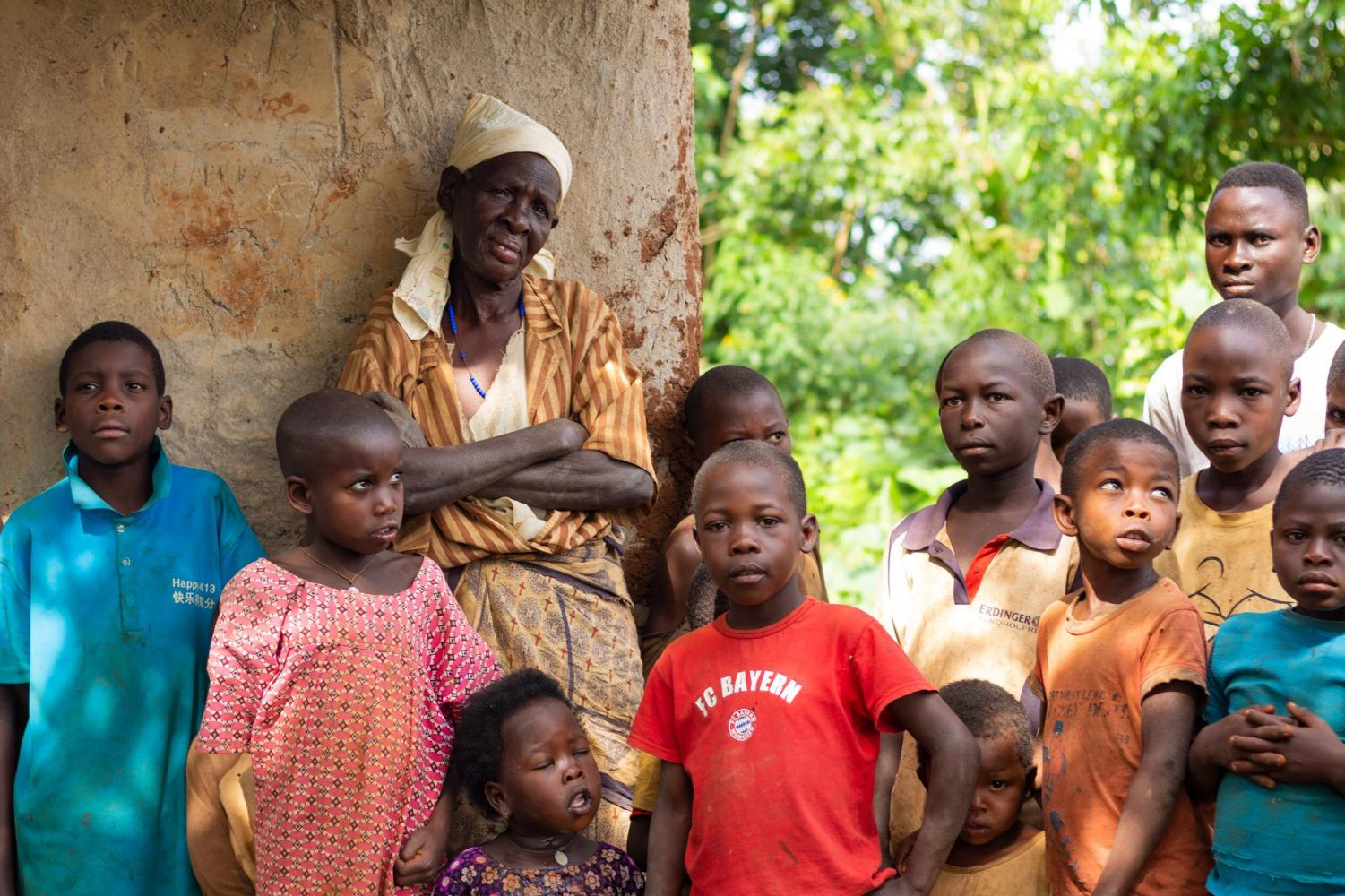 Sembo%E2%80%99s+stands+with+her+grandchildren.+10+of+her+13+children+died+of+AIDS%2C+leaving+her+to+take+care+of+the+grandchildren+