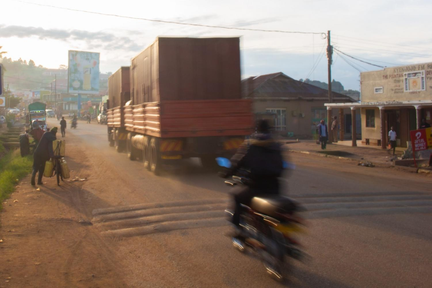 The+most+common+form+of+transportation+in+Uganda+is+by+motorbike+%28boda+boda%29